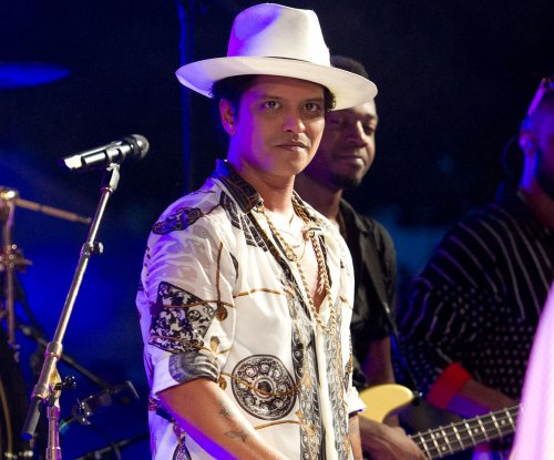 Bruno Mars confirms Super Bowl 50 halftime show appearance