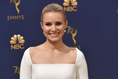 Kristen Bell questions message of 'Snow White' to daughters