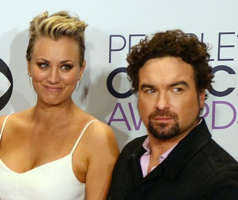 Johnny Galecki thanks Kaley Cuoco's husband after she forgets at 2015 PCAs