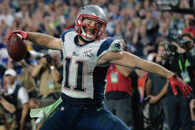 New England Patriots WR Julian Edelman leaves practice with injury