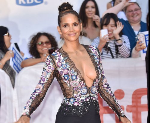 Halle Berry turns heads at TIFF premiere of 'Kings'