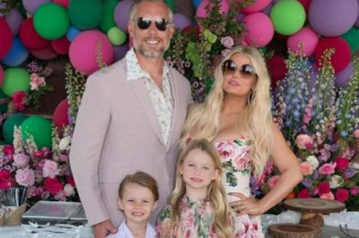 Jessica Simpson, Tori Spelling celebrate Easter with family