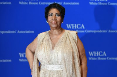 Fans gather at Aretha Franklin's public viewing