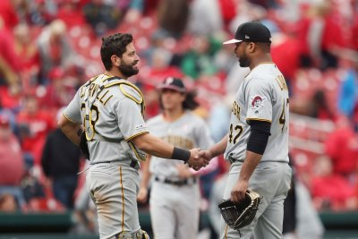 Pirates place Francisco Cervelli on 7-day concussion list