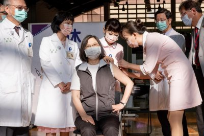 , Taiwan's president receives domestically produced COVID-19 vaccine, Forex-News, Forex-News