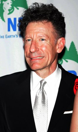 Lyle Lovett takes friends' songs on tour