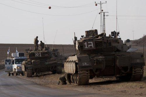 Gaza: Invasion fears as Israel escalates