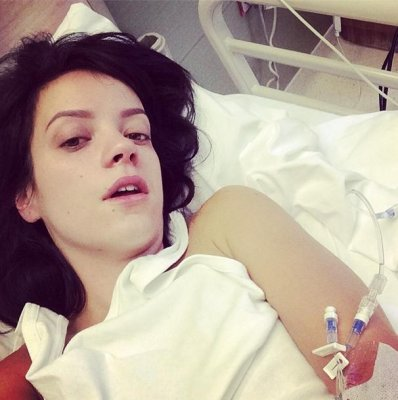 Lily Allen hospitalized over 'projectile vomiting'