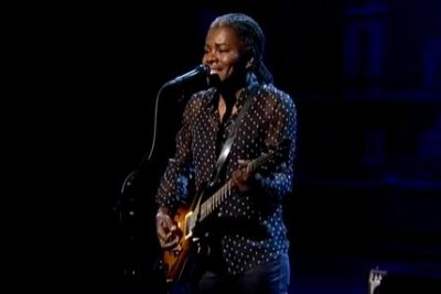 Watch Tracy Chapman cover Ben E. King hit 'Stand by Me'
