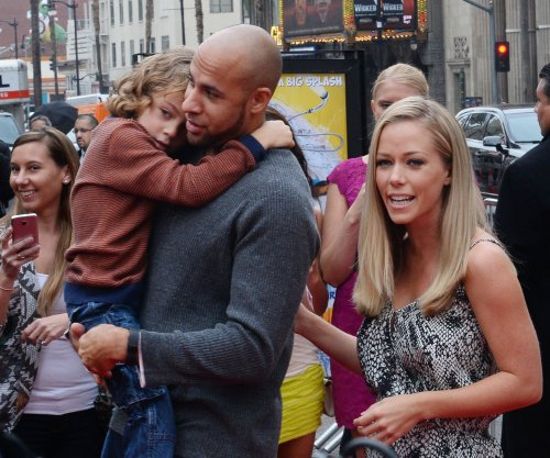 Kendra Wilkinson shows off stretch marks on Mother's Day