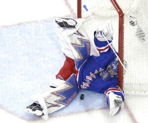 New York Rangers G Henrik Lundqvist injures knee in Worlds