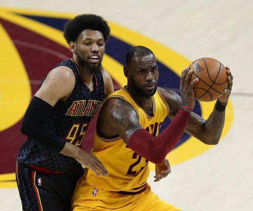 Cleveland Cavaliers star LeBron James day-to-day after rolling ankle