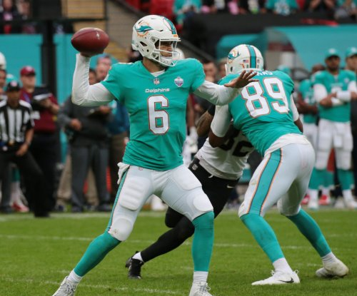 Miami Dolphins: Jay Cutler, offense show signs of life in latest loss to Oakland Raiders