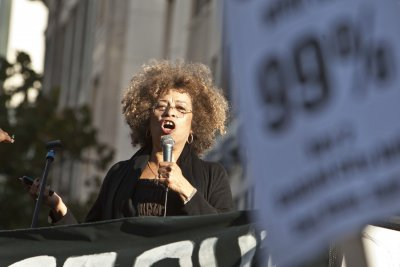 Alabama civil rights institute rescinds award for activist Angela Davis