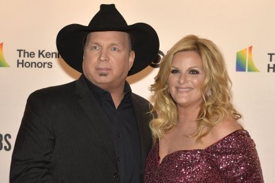 Garth Brooks postpones online shows after possible COVID-19 exposure