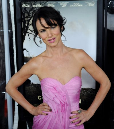 Rep: Juliette Lewis okay after car wreck