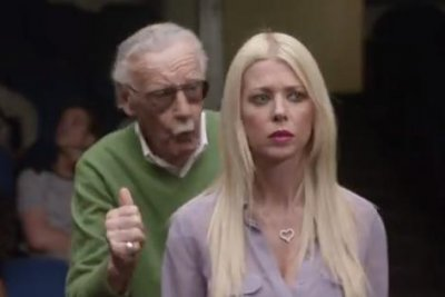 Watch Tara Reid, Kevin Smith learn to cameo from Stan Lee