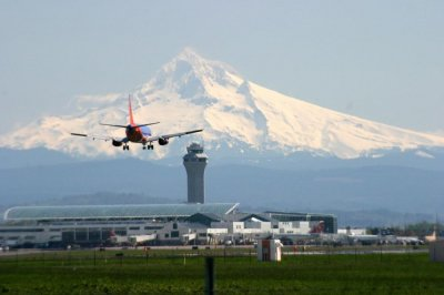 Study: Satisfaction at U.S. airports higher in '15; Portland, Dallas, South Florida rated best