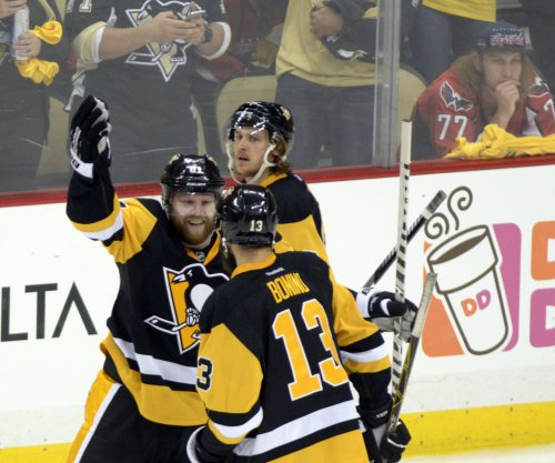 Pittsburgh Penguins overwhelm Tampa Bay Lightning to take 2-1 series lead