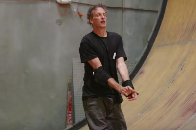 Tony Hawk completes 900 at 48 years old