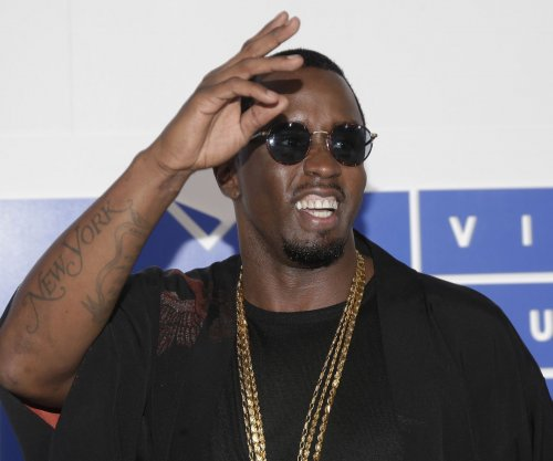 Sean 'Diddy' Combs pays tribute to Notorious B.I.G., asks fans to rap lyrics