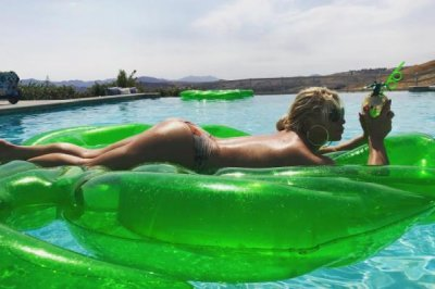 Jessica Simpson posts topless photo on 37th birthday
