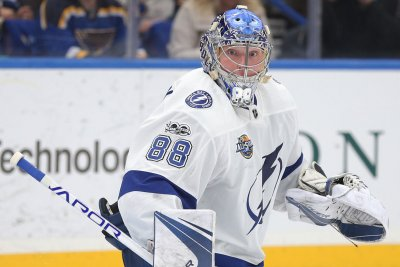 Lightning beat Bruins in 2 OTs, advance to conference finals