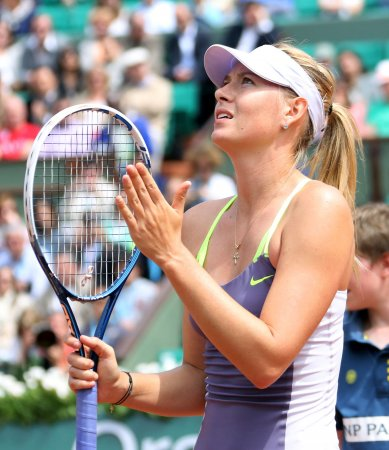 Sharapova wins 10-8 in third set at Australian Open