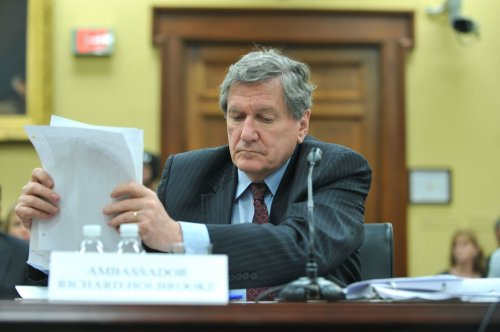 Envoy Holbrooke dead at 69