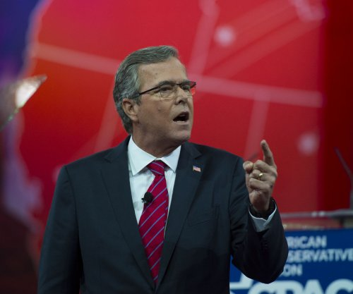 Jeb Bush: Private email use 'totally different' than Hillary Clinton's