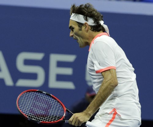 Roger Federer, Novak Djokovic reach semis at ATP Finals