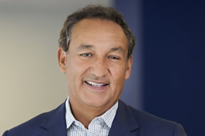 United CEO Munoz recovering after heart transplant