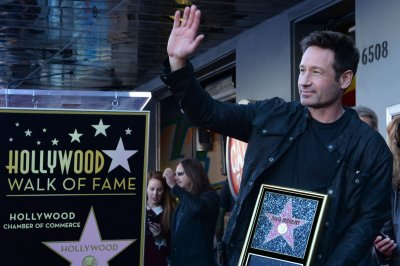 'X-Files' actor David Duchovny receives Walk of Fame star