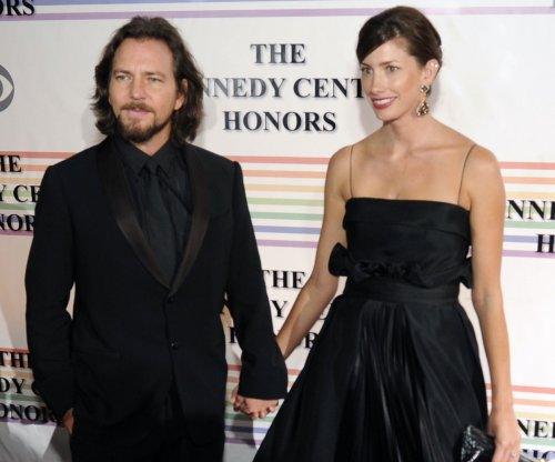 Pearl Jam's Eddie Vedder gives $10,000 to struggling Maryland single mom and kids