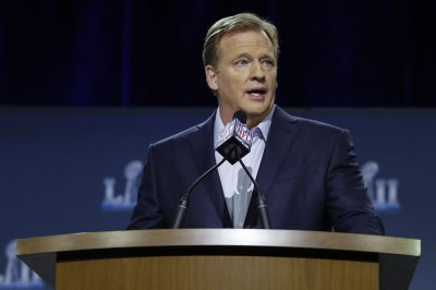 Cowboys greats to flank Goodell at start of draft