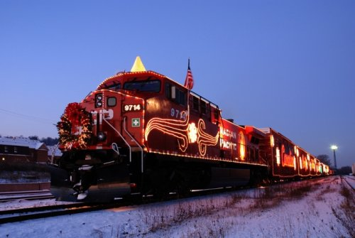 Brightly lit Canadian Pacific trains traverse Canada, U.S. on food drive