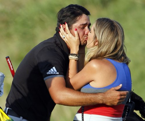 Jason Day wins BMW title, No. 1 ranking