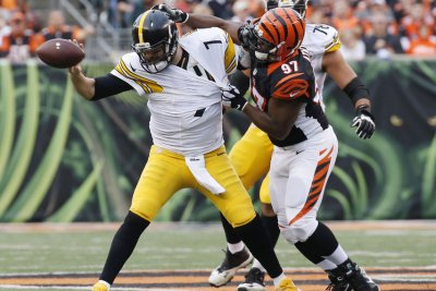 Cincinnati Bengals DT Geno Atkins to play in Denver with medical condition