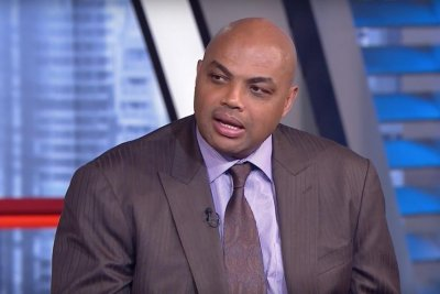 Charles Oakley trash talks Charles Barkley on Twitter