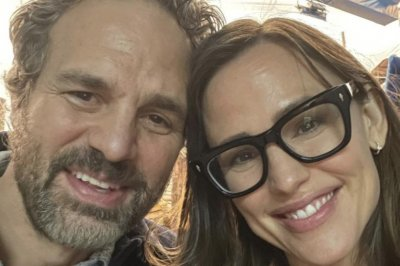 Jennifer Garner, Mark Ruffalo reunite on set of new film