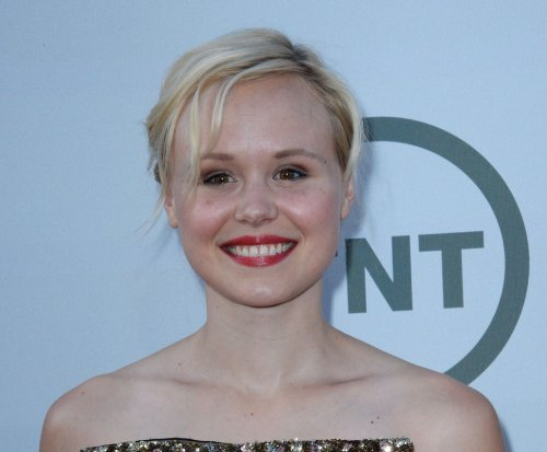 Alison Pill and Joshua Leonard get married in Quaker-inspired ceremony