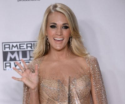 Carrie Underwood shares photo of gym-time with her son, Isaiah