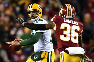 Aaron Rodgers stung by stinger Saturday
