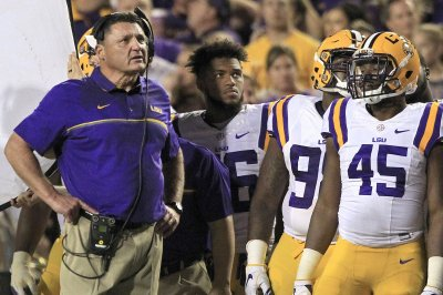 College Football Roundup: LSU shocks Georgia; Notre Dame, Texas escape
