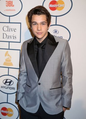 Austin Mahone denies dating Selena Gomez: 'She's awesome'