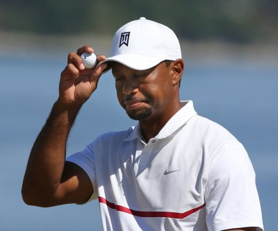 Woods opens with 66 despite double-bogey