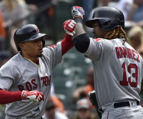 Hanley Ramirez, Boston Red Sox support Chris Sale in victory