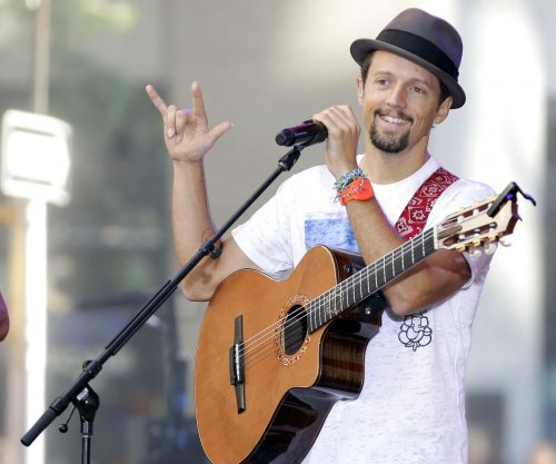 Jason Mraz teases 'big announcement' in Twitter video
