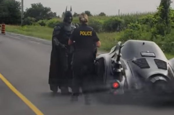 Pulled Over On Highway : Watch man in batman costume pulled over batmobile