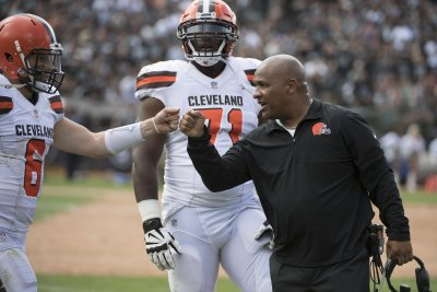 Browns' Freddie Kitchens defends Baker Mayfield's criticism of Hue Jackson